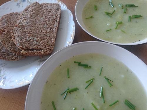 easy vegan leek and potato soup